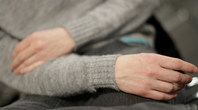 女性特有の「手が痛い」という症状には、女性ホルモンの変動が関係している!?