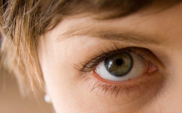 飛蚊症になりやすくなる原因は「老化」と「近視」!|#この差って何ですか