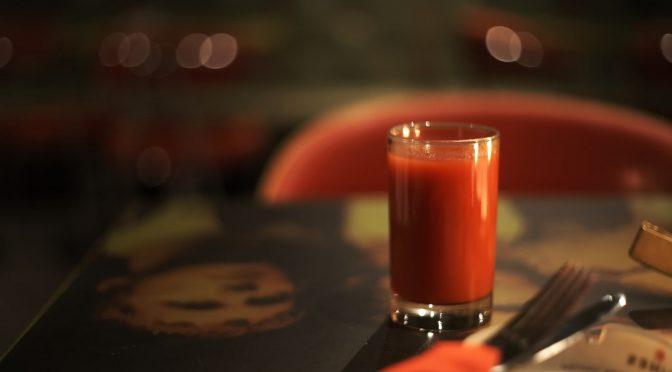 トマトジュースを継続して飲むことで、紫外線を浴びることにより暗くなった肌の色調の回復が早まる可能性がある
