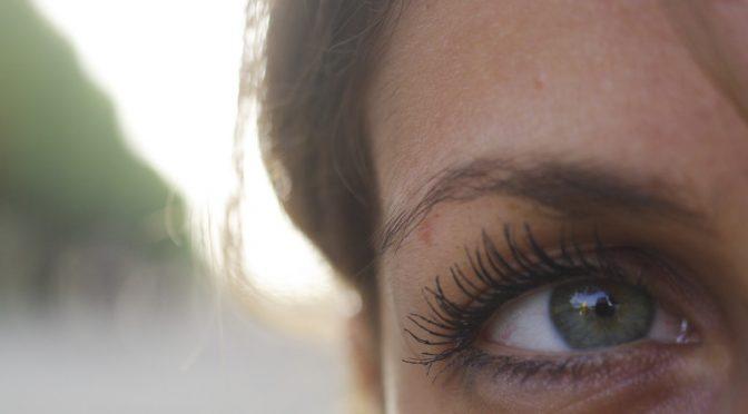 53%の女性がよく感じる目のトラブル第1位は「ドライアイ」!