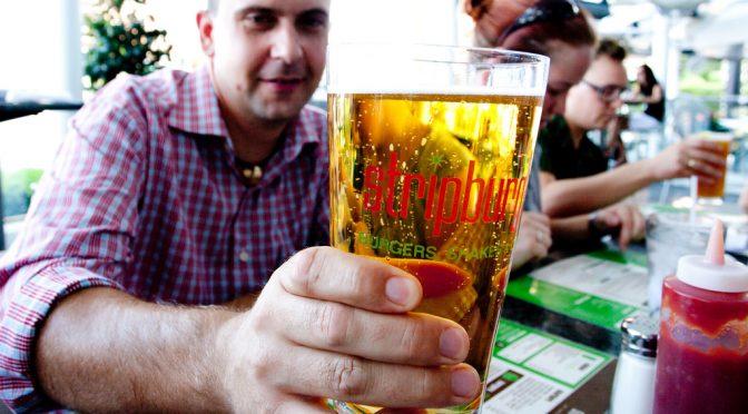 肝臓に負担のかからないアルコールの取り方・食事の選び方