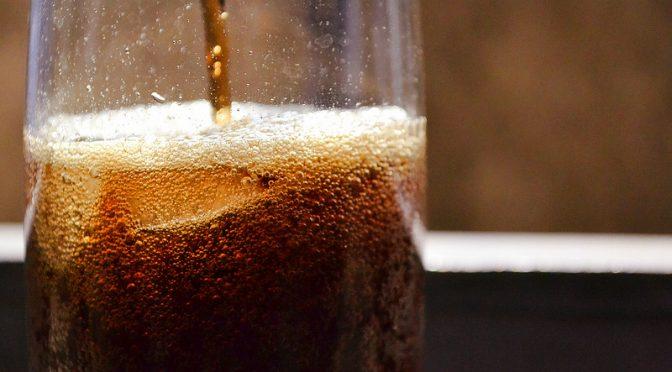 炭酸飲料を多く飲むと膵がんの発症リスクが高まる可能性がある!?
