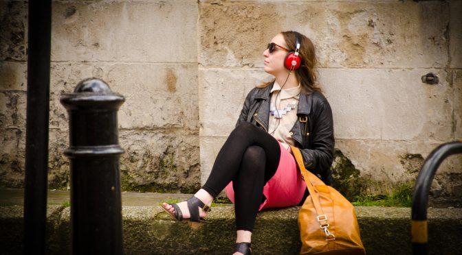 更年期障害の症状の顔のほてり(紅潮)は音楽を聴くと改善する!
