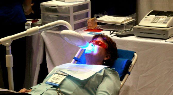 歯のホワイトニングのトラブルは歯科医師と患者との間にある認識の違いから起こる!?