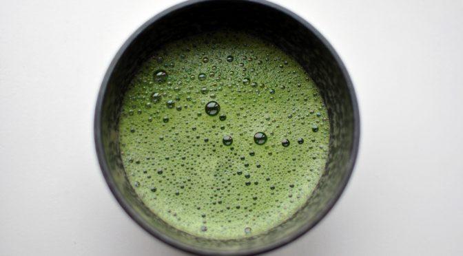 緑茶とレモンで心筋梗塞予防|レモンで緑茶カテキンの効果がアップ|緑茶カテキンが悪玉コレステロールの酸化を防ぐ