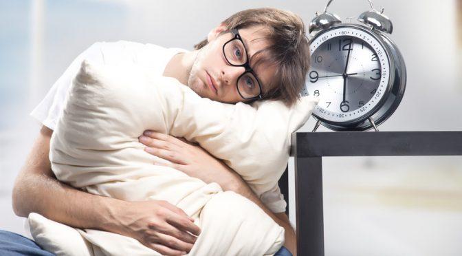 朝起きた時疲れがとれていない原因は「いびき」|横向きに寝る方法でイビキをかかず目覚めスッキリ!|#この差って何ですか