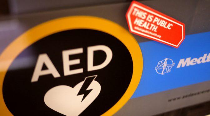 AEDを使った措置を受けた後、社会復帰をした患者が8年間で30倍以上に増えた|京都大健康科学センター