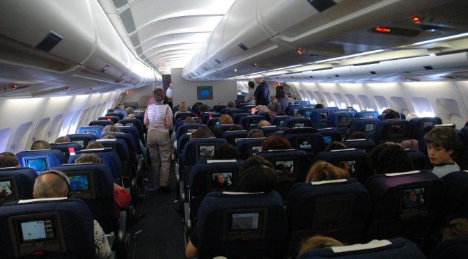 飛行機内では通路側の席に座った方が「エコノミークラス症候群」になりにくい 米研究