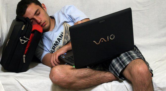ひざ上のパソコン使用で、精子の質低下する可能性|米ニューヨーク州立大