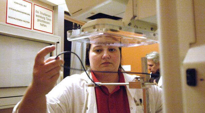 乳がんマンモグラフィ定期検診で議論沸騰=40代勧めず|米政府作業部会
