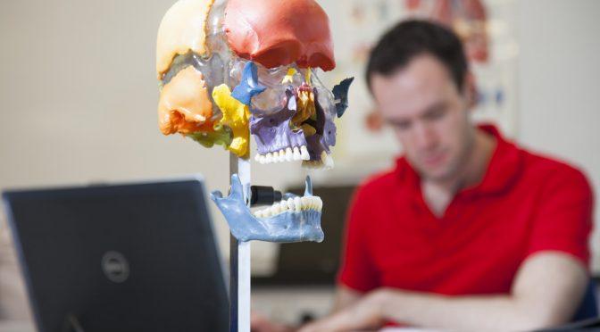 くも膜下出血後に生じ、重い後遺症の原因にもなる脳の血管収縮メカニズム解明|岡山大