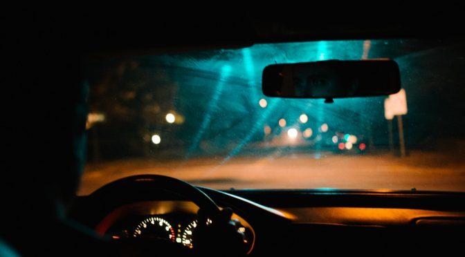 ウェアラブルデバイスで得た生体データによる病気の予兆を検知することで運転手の突然の体調変化による死亡事故を未然に防ぐシステム