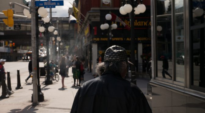 受動喫煙対策で飲食店や駅構内なども屋内原則禁煙へ|健康増進法改正案