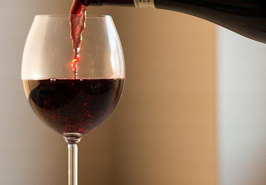 「赤ワイン健康説」の著名研究者、論文に捏造発覚