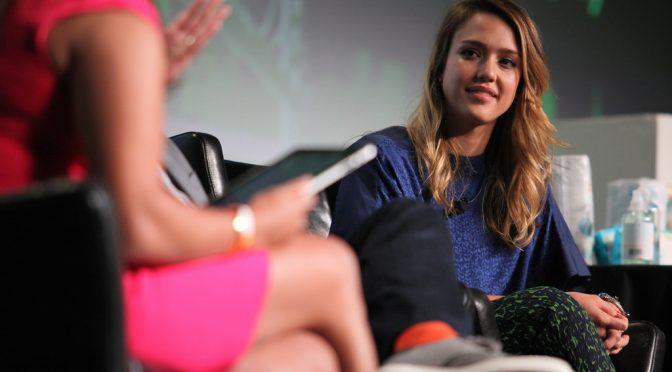 ジェシカ・アルバ(Jessica Alba)、妊娠線も垂れた胸もセルライトも大歓迎