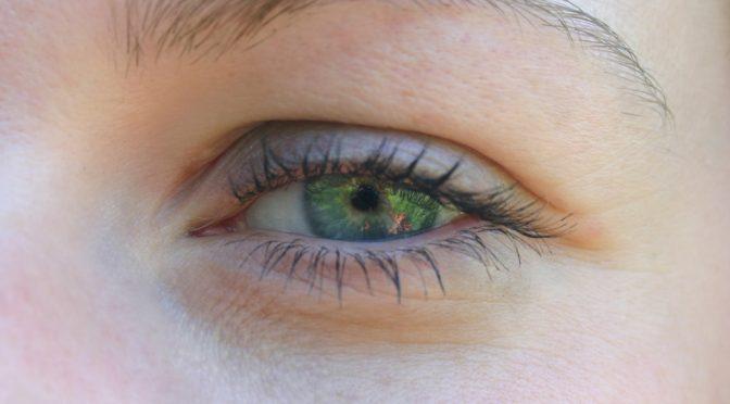 紫外線・タバコを避けて、活性酸素を増やさないようにして、目の老化防止