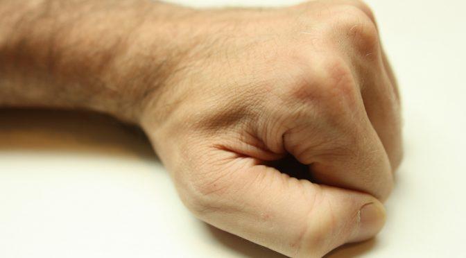 握力が強いほど長生き?|循環器病の発症リスクも低い|厚生労働省研究班