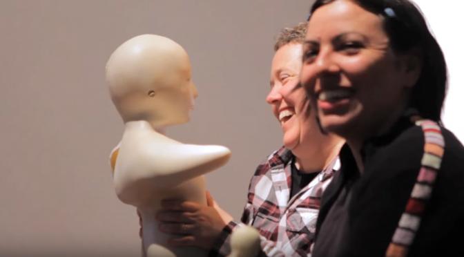 認知症の改善効果が期待されるコミュニケーション用ロボット「テレノイド」が宮城県の介護施設に導入