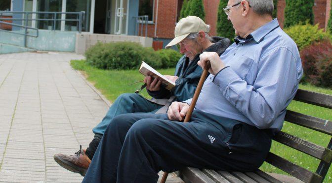 75歳以上同士の「老老介護」初の30%超|65歳以上同士の「老老介護」は過去最高54%に|平成28年国民生活基礎調査