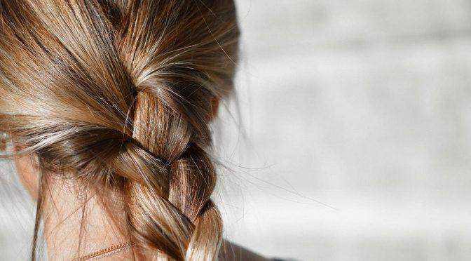 なぜ9月になると抜け毛が最も増えるのか?その原因とは?