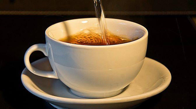 熱過ぎるお茶で「咽喉がん」になる可能性=研究