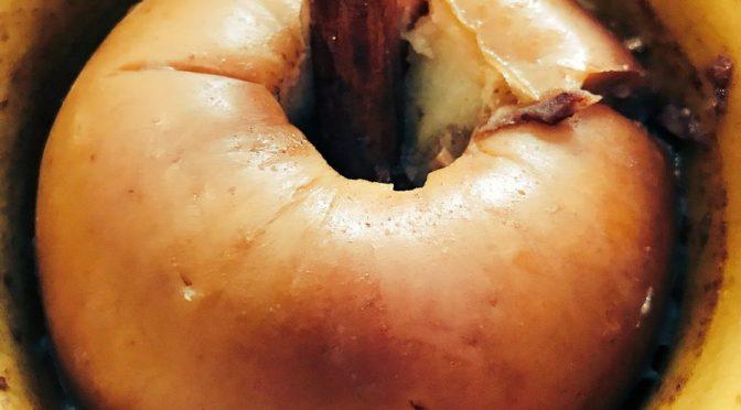 #Vermicular(#バーミキュラ)の #ライスポット を使ってオーブンを使わない「#焼きりんご」を作ってみました|11月5日は「#いいリンゴの日」