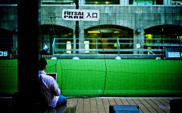 【アラフォークライシス】現在40代の人たちはどんな生き方をしてきたの?現在40代の経済状況が日本の未来のヒントになる!?
