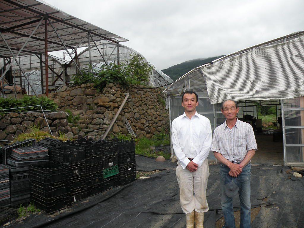 有機栽培に取り組む錦花園の山口さん