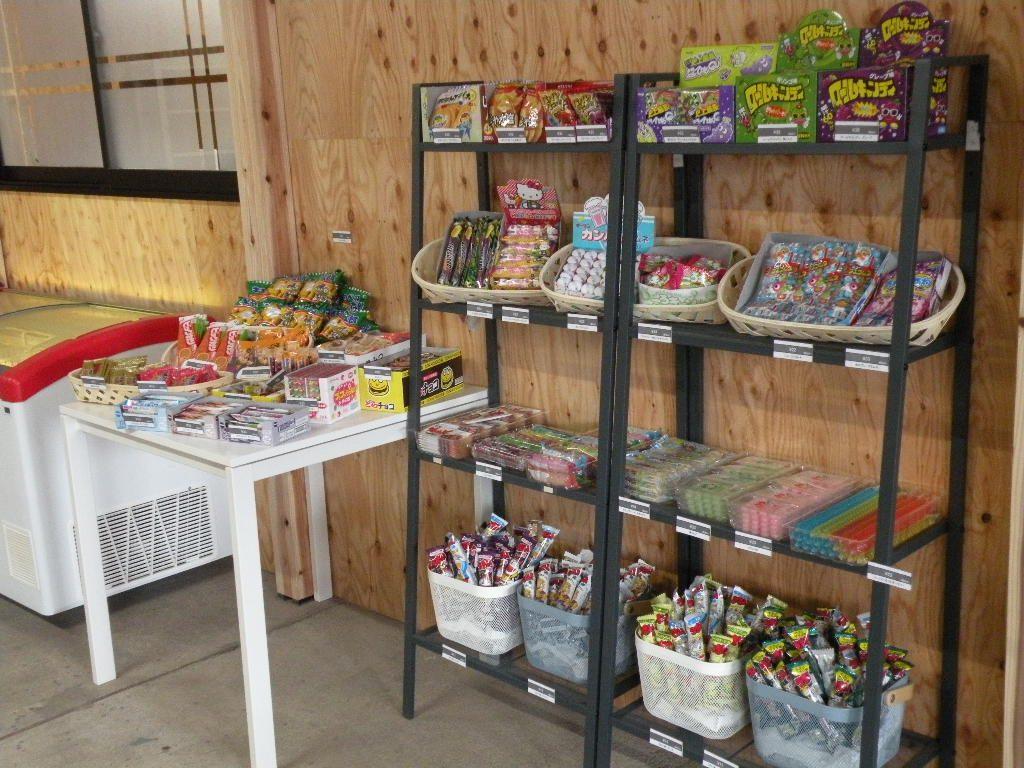 駄菓子コーナー|生産者市場マルカズ