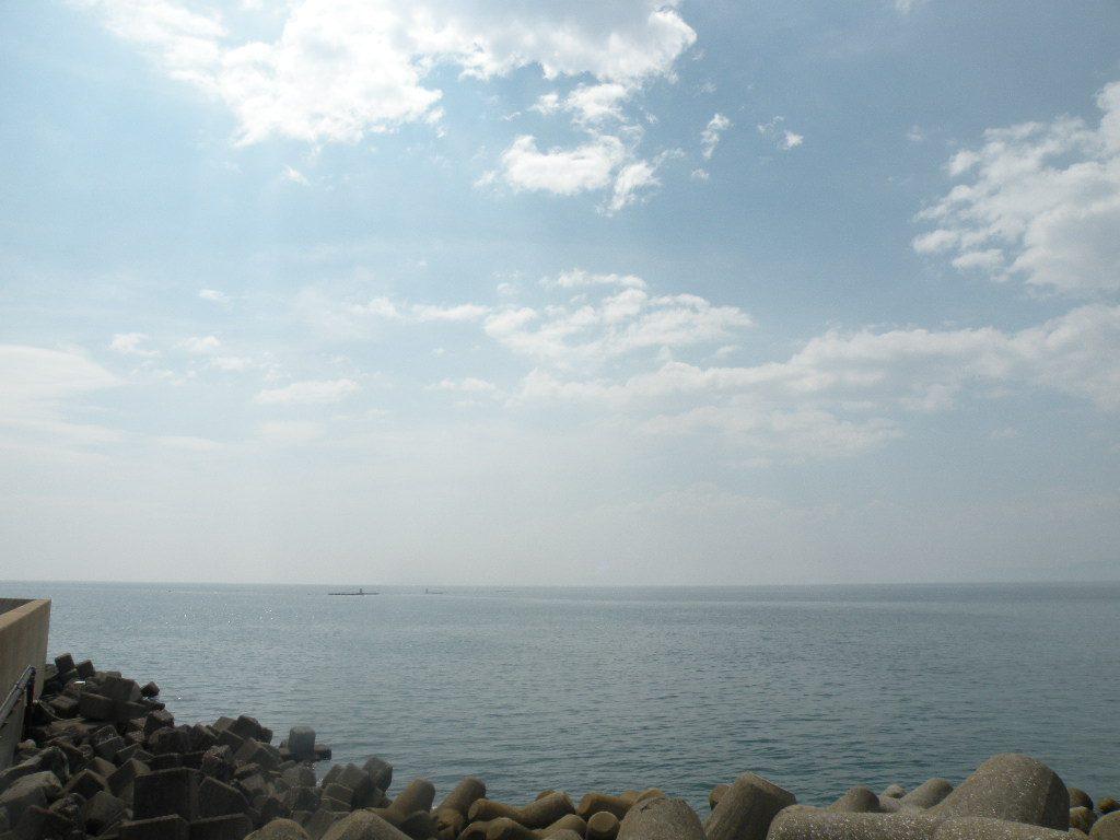 小浜温泉の足湯から見える海の景色