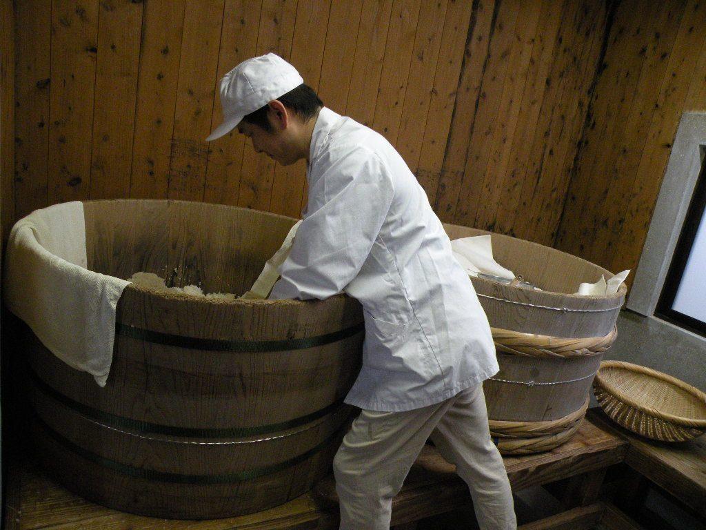 麹の種付け|味噌づくり