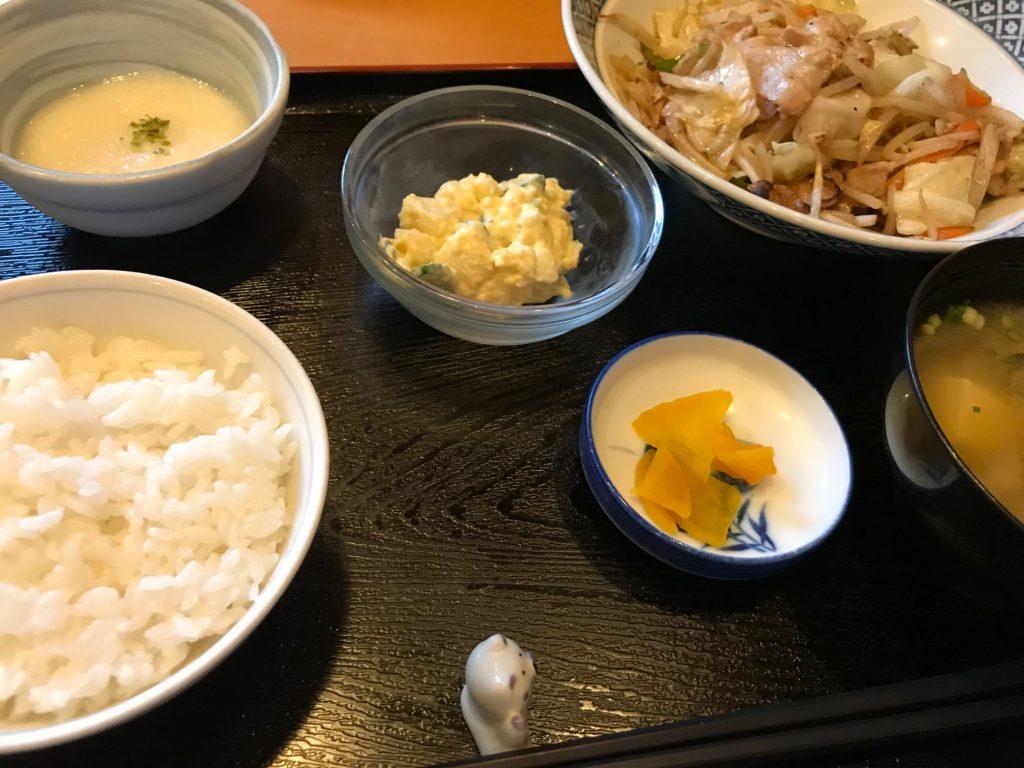一汁三菜定食(野菜炒め・ポテトサラダ・山芋とろろ)|一汁三菜家