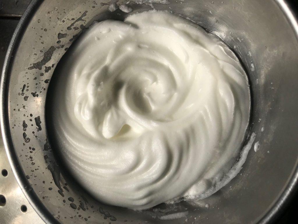 卵白を泡立てる(メレンゲ)