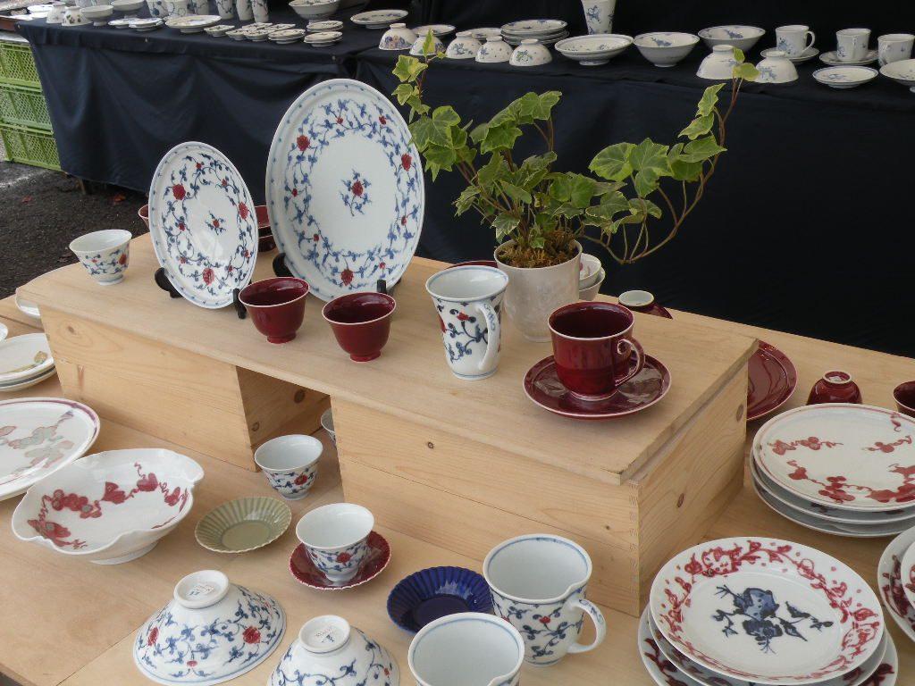 みかわち陶器市の会場では展示・販売が行われています。