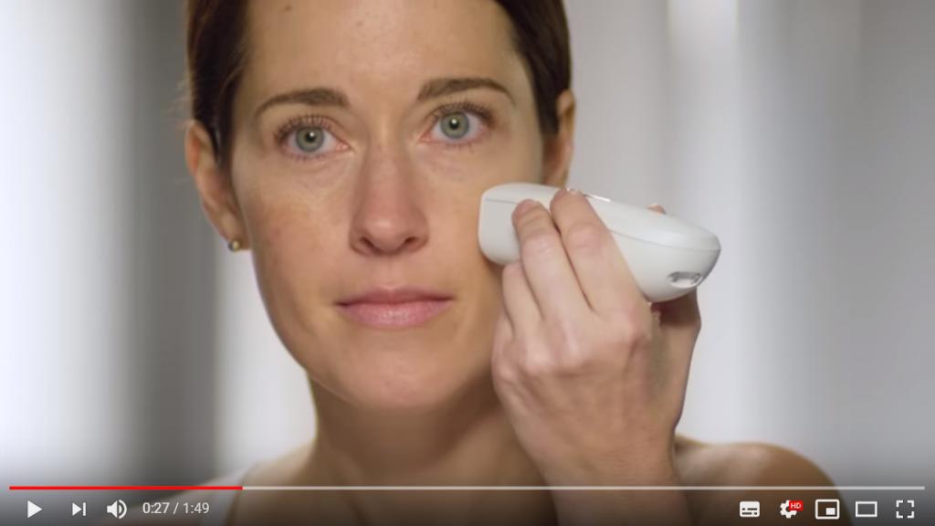 P&G、シミをスキャンしてジェットプリンターで効率的にコンシーラーを吹きつけるツール「Opte Precision Skincare System」を展示|CES2019