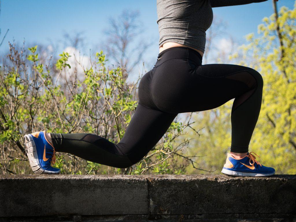 【HINABINGO】フィットネスビキニ日本一安井友梨さんが日向坂46に教えるお尻と脚を鍛えるワークアウトのやり方