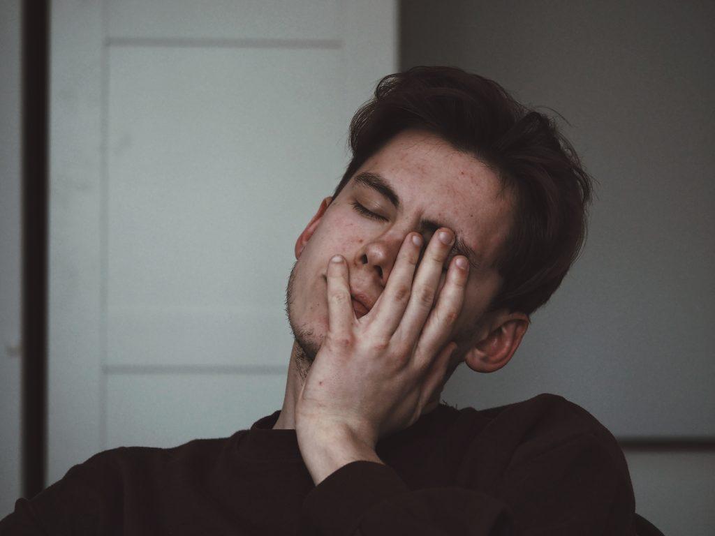【父の日調査】89.5%のお父さんが「普段から疲れを感じている」!1位 「首や肩のコリ」、2位「腰痛」、3位「目の疲れ」!積極的休養が疲れを解消するヒント!?
