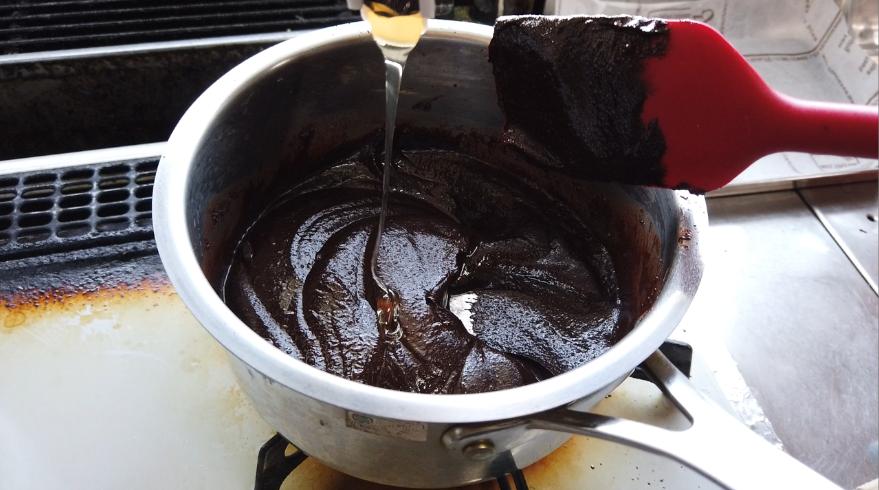 【生チョコレシピ】4.なめらかになったら、ハチミツを加える。(甘みを調整します)