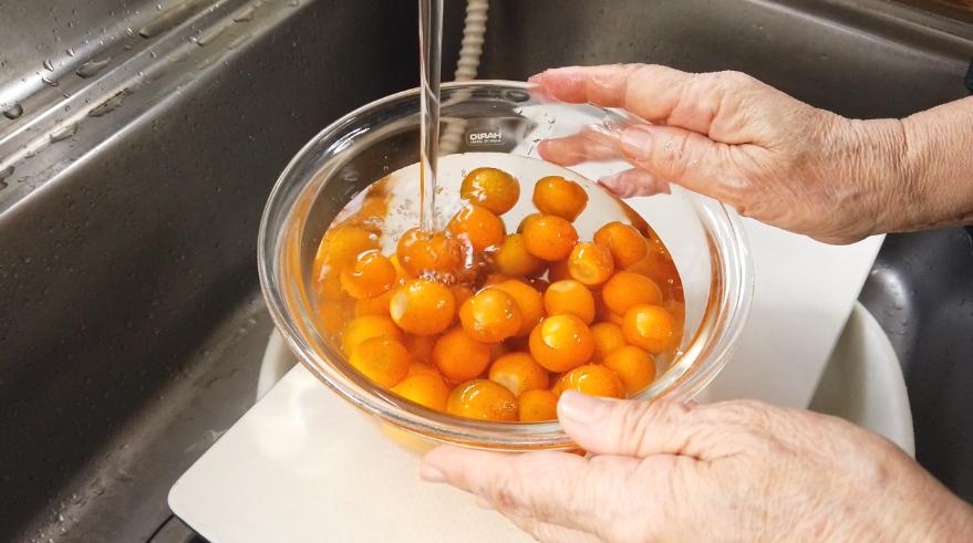 【金柑ジャムレシピ】金柑を良く洗う。