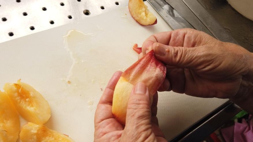 桃の皮の剥き方2