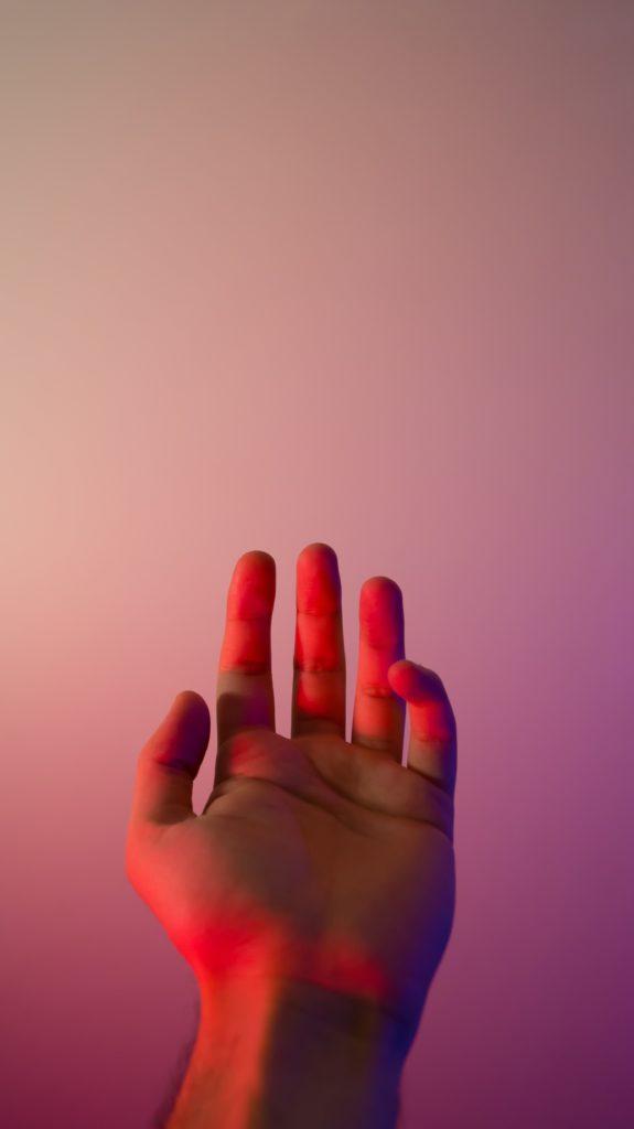 手のひらが赤くなる|なぜ肝臓が悪くなると掌が赤くなるのか?