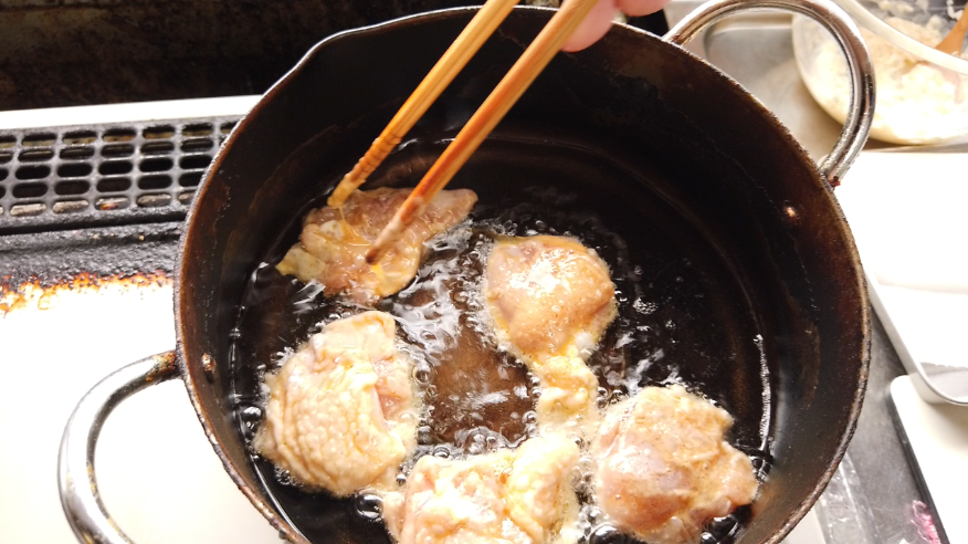【チキン南蛮レシピ】1.鶏肉を揚げる。