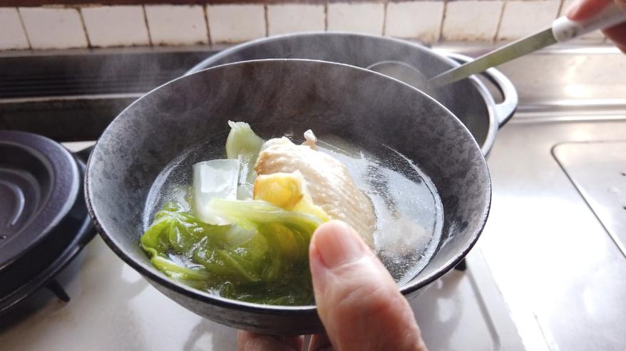 【白菜と手羽先のスープレシピ】9.器に盛り付けて出来上がり!