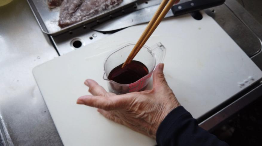 【ぶりの照り焼きレシピ2】2.砂糖・酒・みりん・しょうゆで合わせ調味料を作ります。