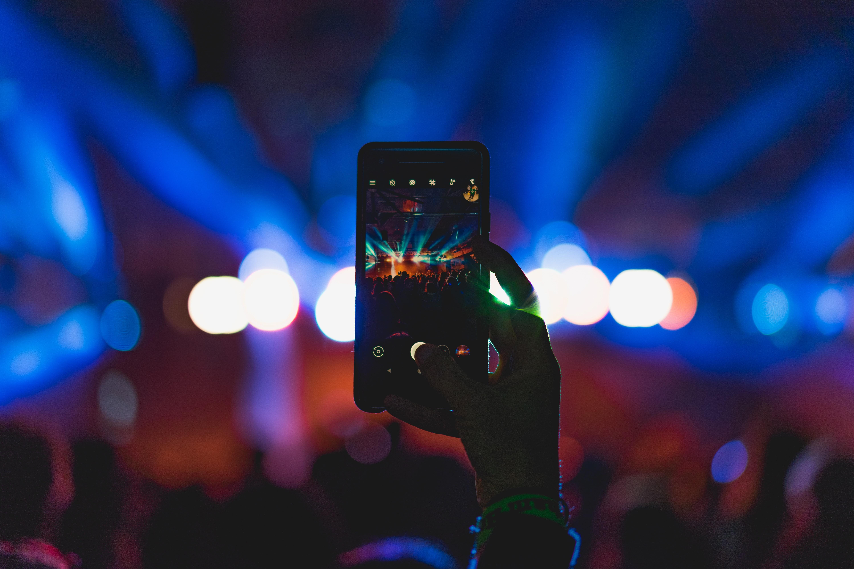 次世代Instagramといわれる「Dispo」創業者でYouTuberのDavid Dobrikさんの一番の強みは「友達になりたい!」と思わせたこと