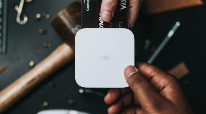 TikTokのライブ配信で投げ銭文化へのハードルが下がり、かつデジタル送金が一般的になれば、「広く薄く」が成り立つ可能性がある!?